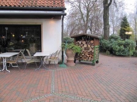 Тротуарный кирпич у ресторана Recker-bunt
